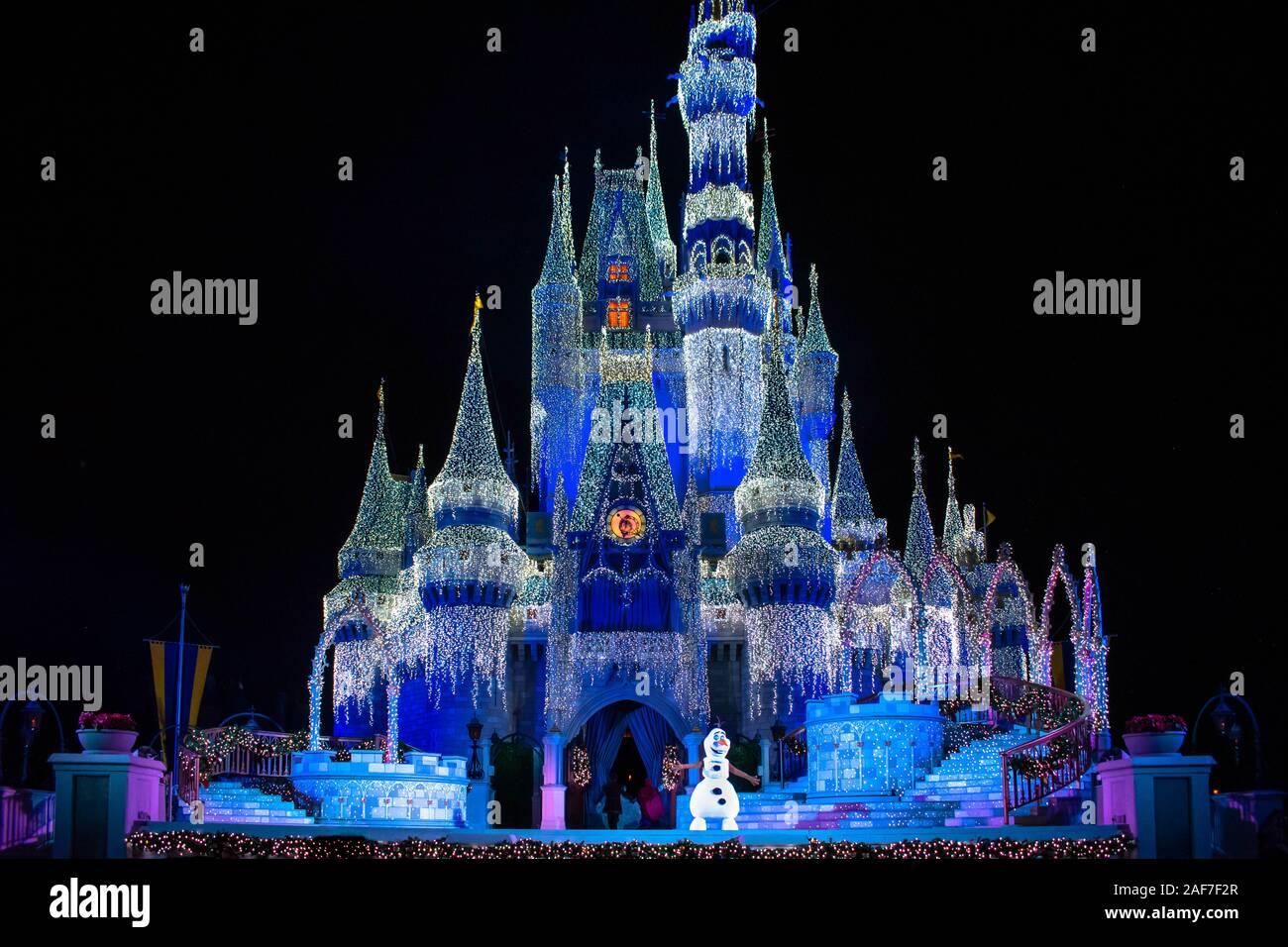 orlando florida november 15 2019 illuminated cinderella castle in christmas season at magic kingdom 2AF7F2R