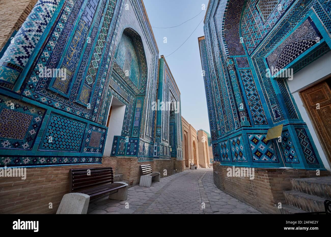 narrow path through facades heavily decorated with blue tiles in necropolis Shah-i-Zinda, Samarqand, Uzbekistan, Central Asia Stock Photo