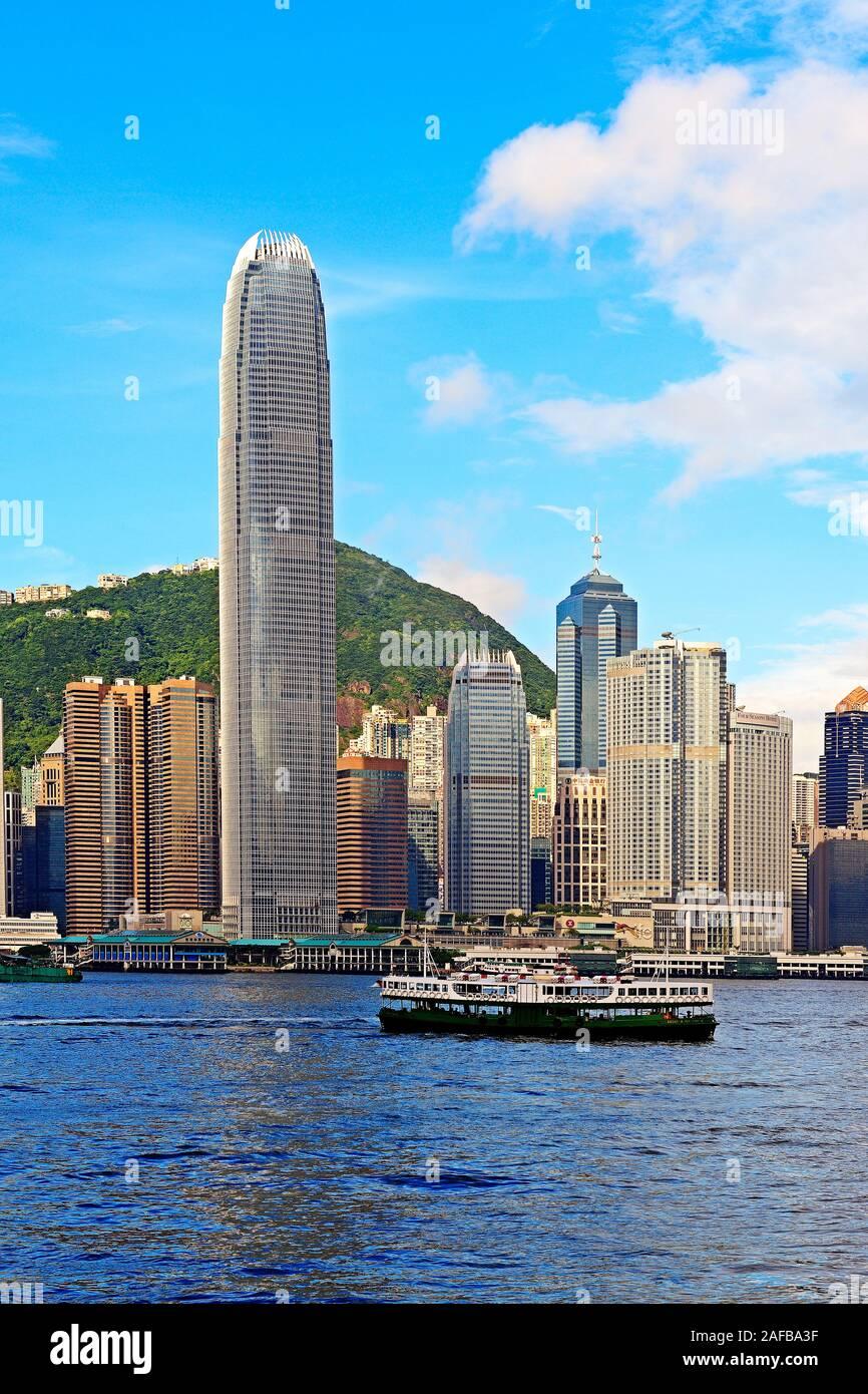 Blick von Kowloon auf die Skyline auf Hongkong Island am Hongkong River, Central, mit dem IFC Tower , Hongkong, China Stock Photo