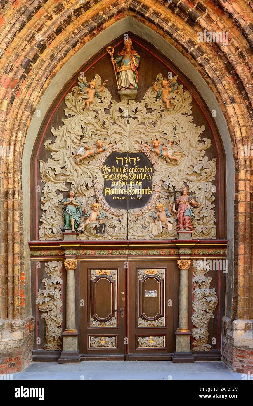 Westportal der Nikolaikirche, Altstadt,   Hansestadt Stralsund, Unesco Weltkulturerbe, Mecklenburg Vorpommern, Deutschland, Europa, oeffentlicherGrund Stock Photo