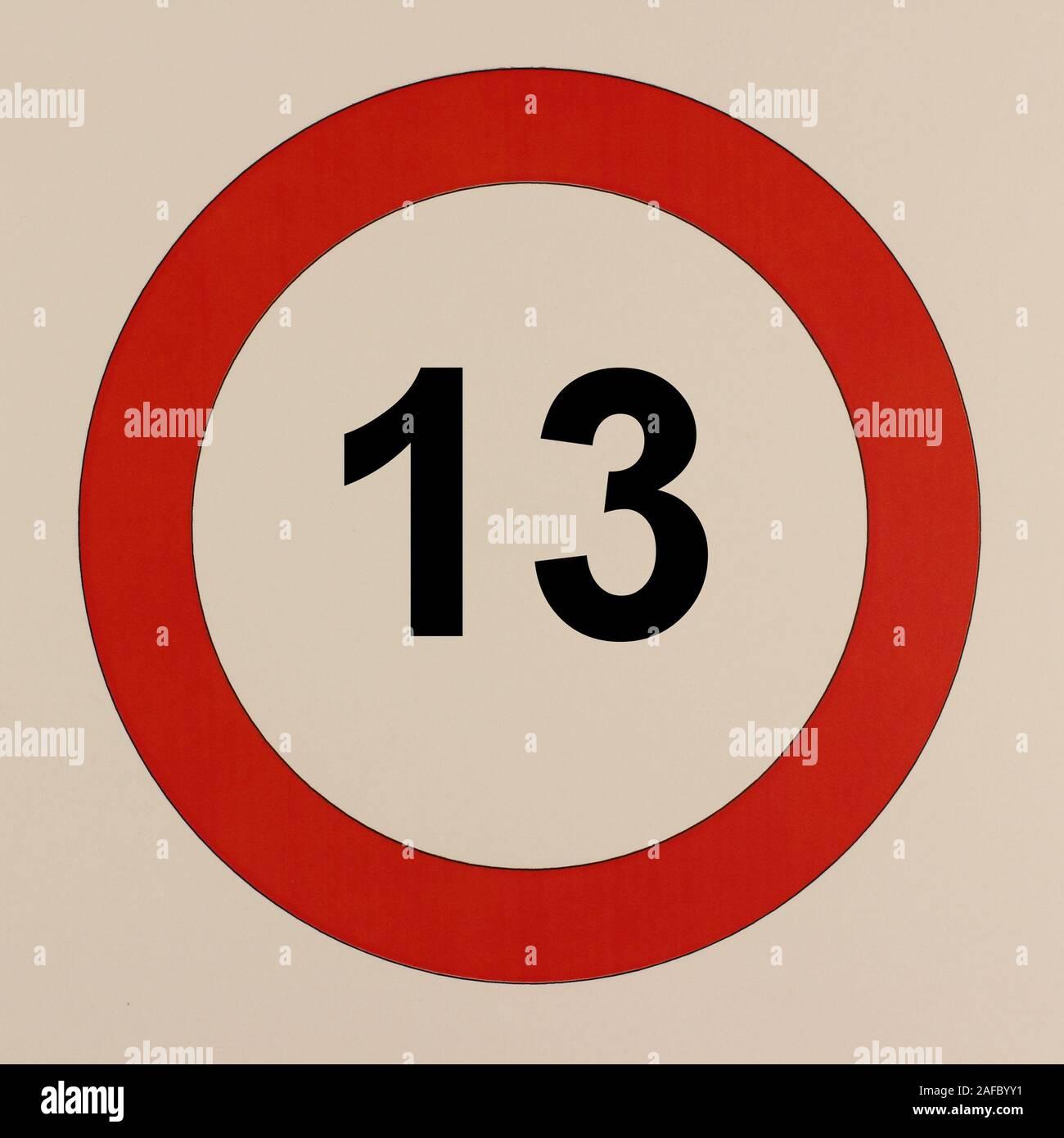 """Illustration des Straßenverkehrszeichen """"Maximale Geschwindigkeit  13 Stundenkilometer"""" Stock Photo"""