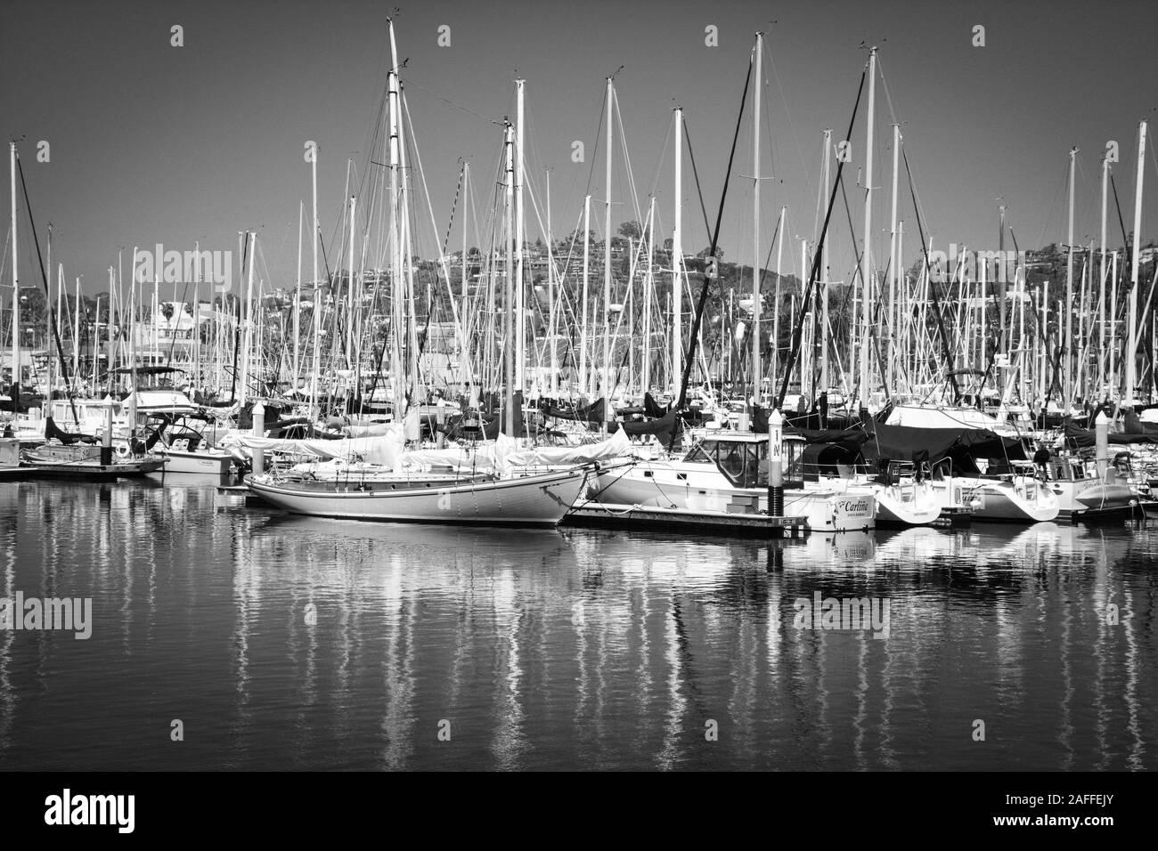 A picturesque view of moored sailboats against the backdrop of the Santa Ynez Mountains at the Santa Barbara Harbor, Santa Barbara, CA, USA Stock Photo