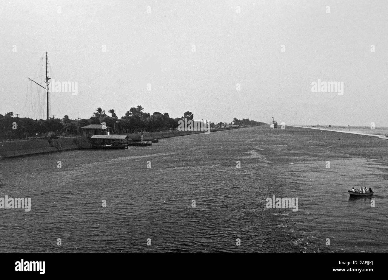 Der Suez Kanal bei Port Said, 1955. Suez Canal near Port Said, 1955. Stock Photo