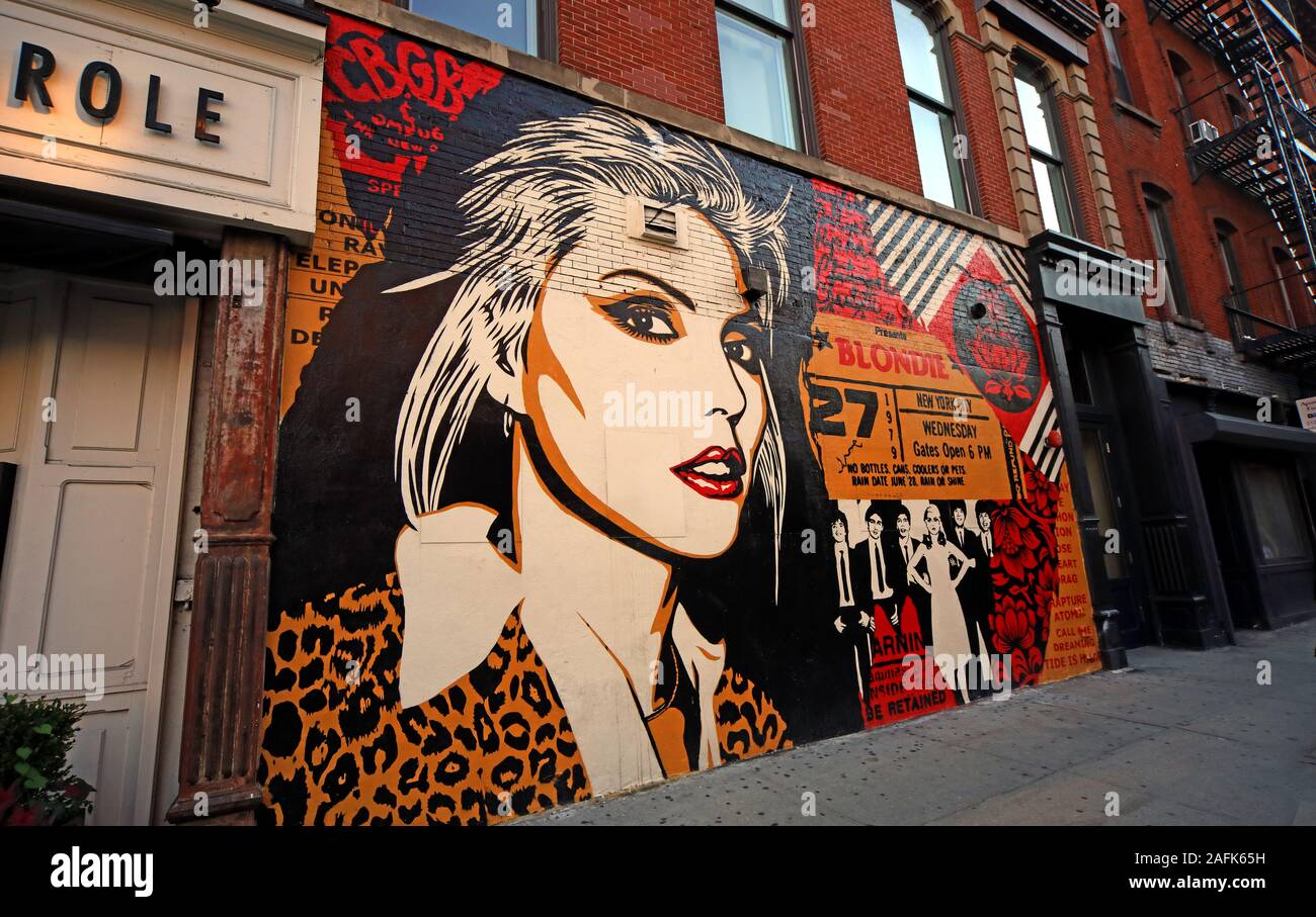 Debbie Harry of New York Punk band Blondie, off Bleecker Street, Greenwich Village, Lower Manhattan,near CBGBs OMFUG club location, NYC, NY, USA Stock Photo
