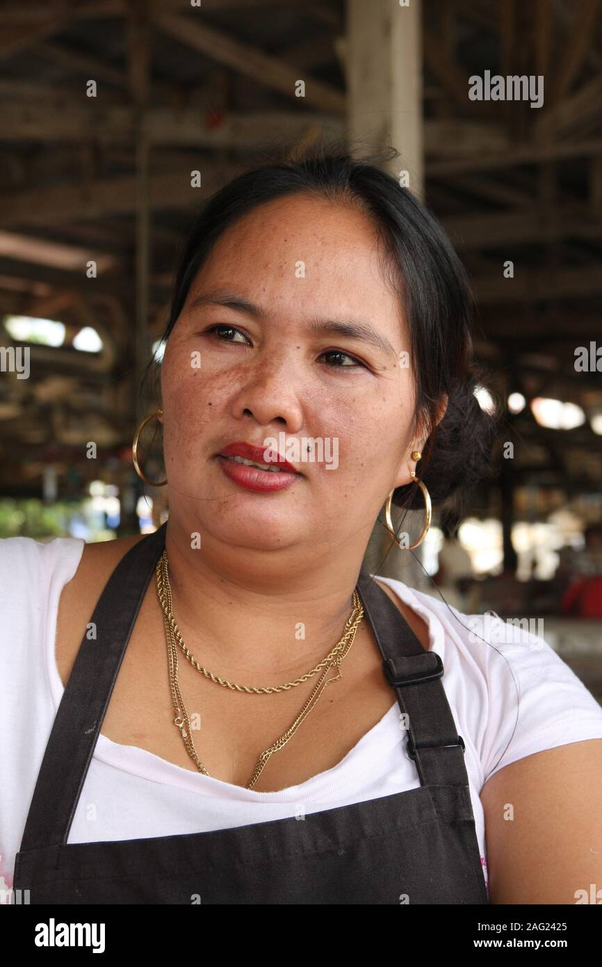 attractive filipino women