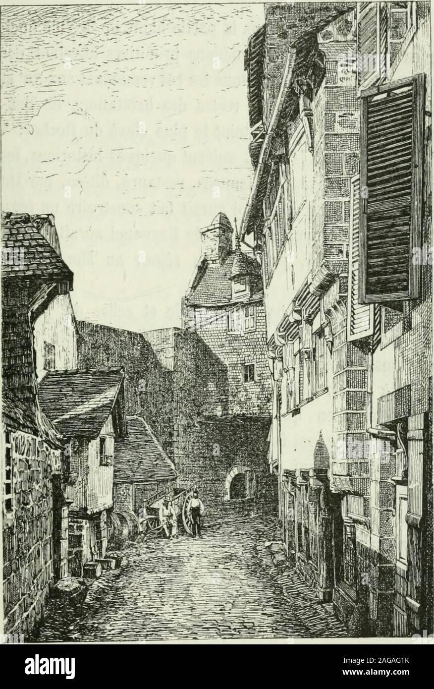 . Description de l'abbaye du Mont Saint-Michel et de ses abords : précédée d'une notice historique. le sélève bientôt rapidement, serpentevers le nord sur les rampes du rocher et aboutit, par degrands emmarchements à lest, au point où se dressait jadisla première porte du Grand Degré montant à la Barbacanedu Chàtelet (2). Quelques ruelles fort étroites, escaladant le roc, grim-pent aux jardins en terrasses ou aux maisons les plus éle-vées et aboutissent, par des détours, aux murs de ronde età la Poterne de lEscalier sud de la Barbacane protégeantlEntrée de lAbbaye (3). La rue de la Ville est b Stock Photo