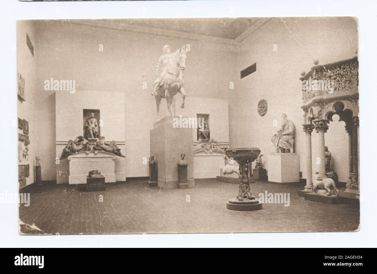 1905-1915. Known as the 'art reproduction' series.; Italian Rennaissance Court, Museum Fine Arts, Boston Stock Photo