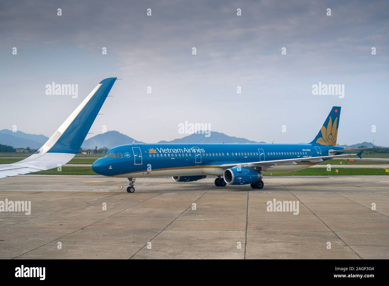 Hanoi Vietnam November 04 2019 Vietnam Airlines Airbus A321 200 With The Aircraft Registration Number Vn A323 At Hanoi Nội Bai International Air Stock Photo Alamy