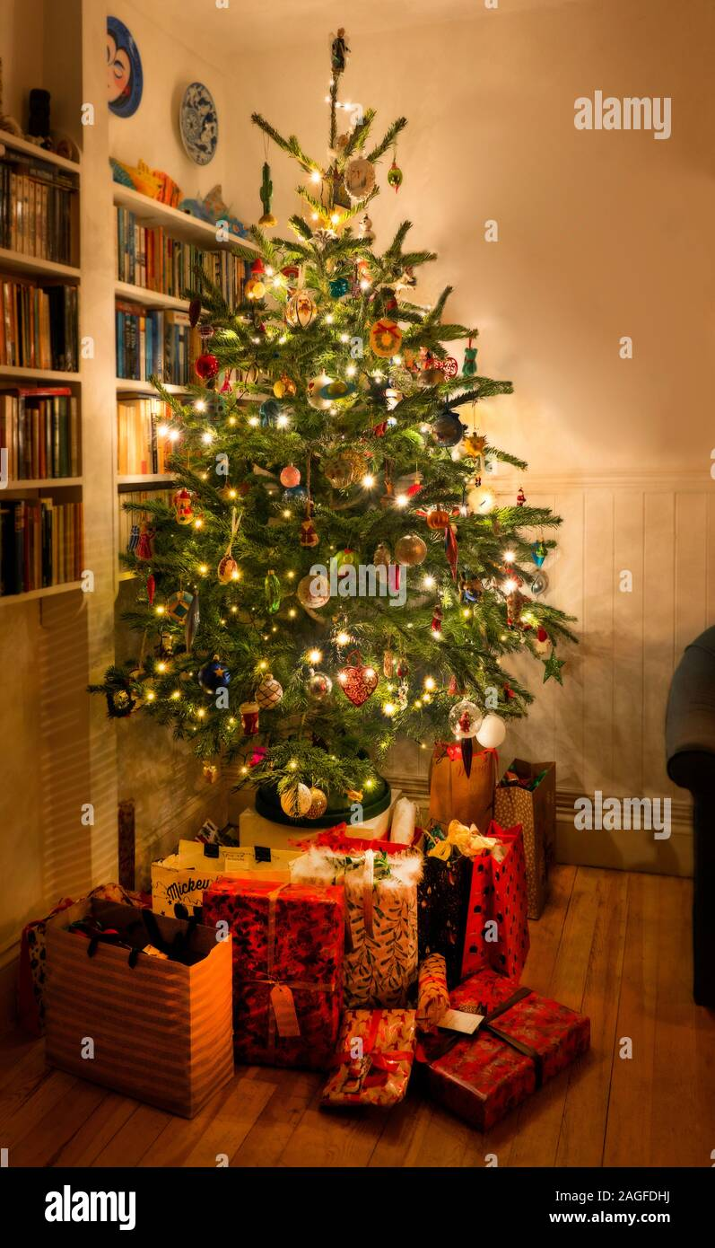 Non Traditional Christmas Tree Decorations High Resolution Stock Photography And Images Alamy