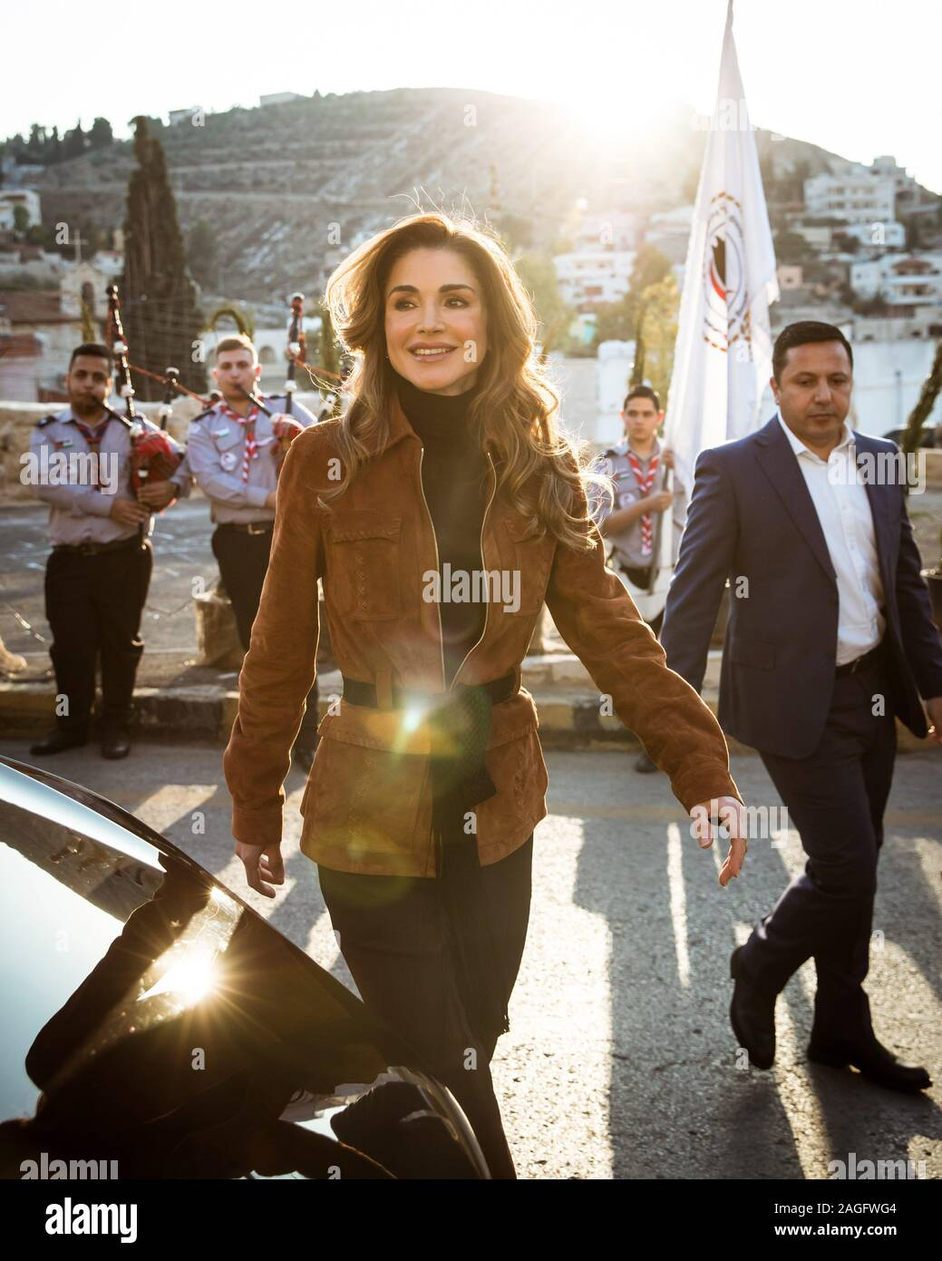 Ammam Jordan 18th Dec 2019 Her Majesty Queen Rania Al Abdullah Joined The Residents Of Fuheis In Ammam At Their Town S Christmas Market Where She Spoke With Members Of The Local Community