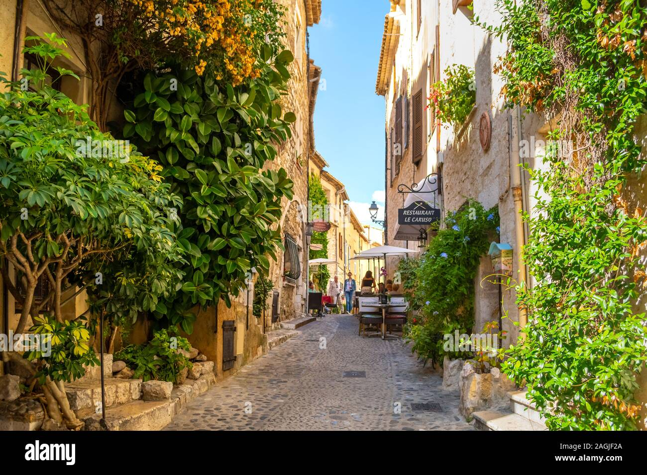 Cafes, shops and art galleries line the narrow cobblestone roads in the medieval hilltop village of St Paul de Vance on the French Riviera. Stock Photo
