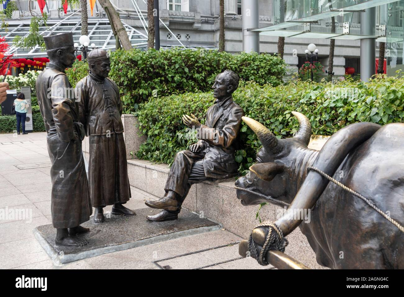 Bronze statues of The River Merchants on the River Sing in Singapore Stock Photo