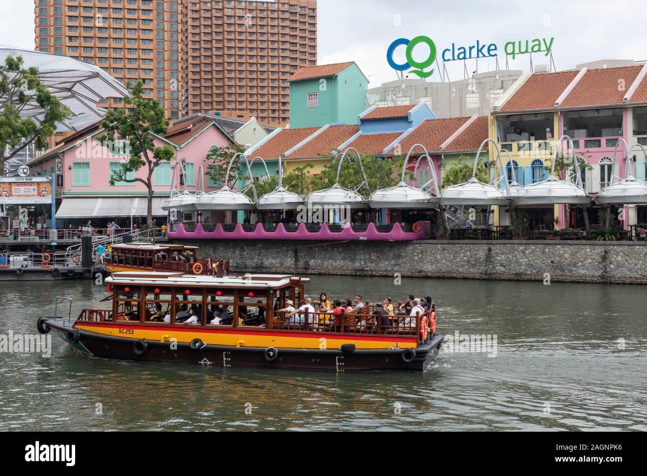 Tourist boat on the River Singapore at, Clarke Quay, Singapore Stock Photo