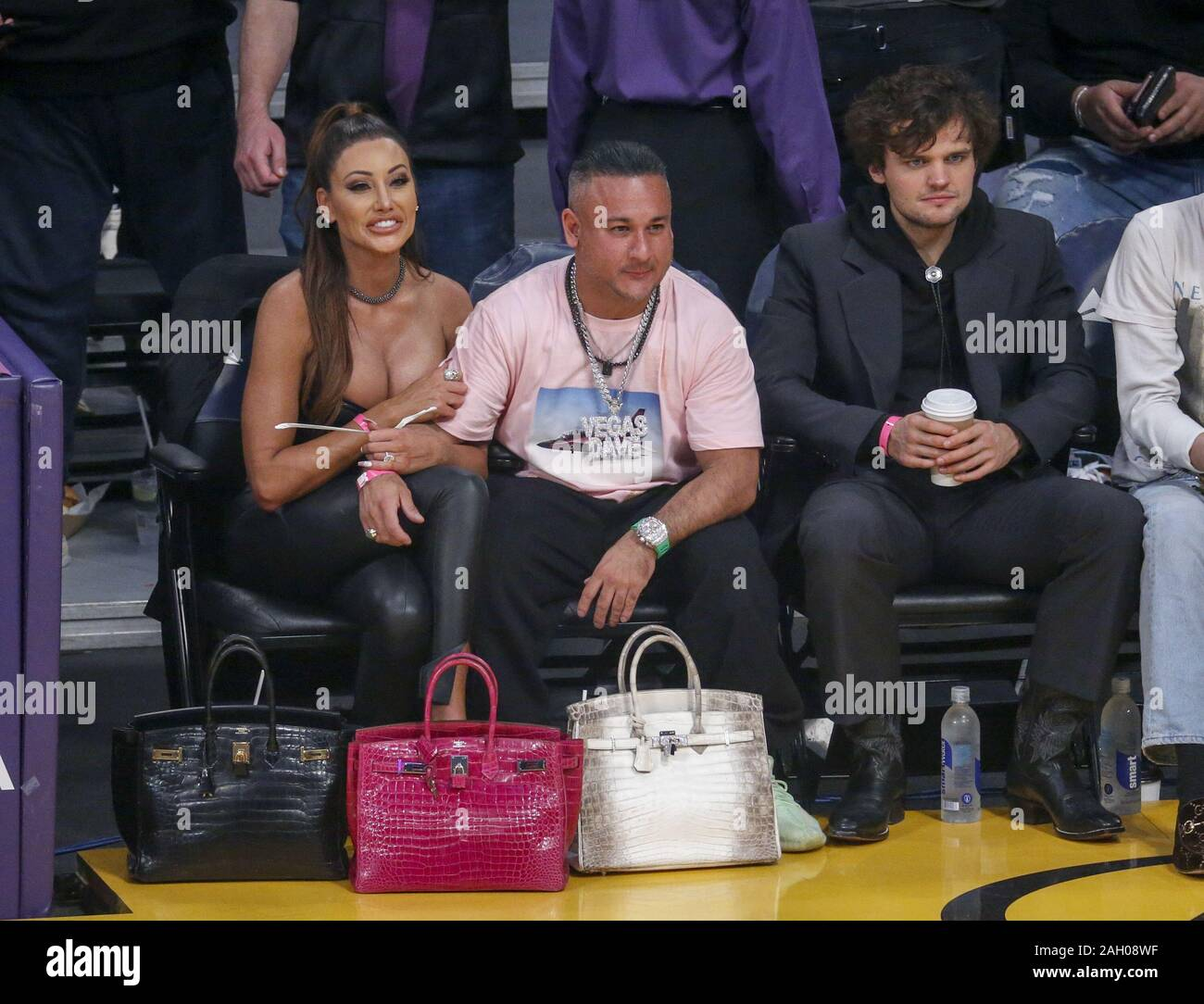 Ray Nicholson High Resolution Stock Photography And Images Alamy Naast de grote hoeveelheid disney covers vindt u. https www alamy com december 22 2019 los angeles california us l r holly sonders vegas dave and ray nicholson attend a basketball game between the los angeles lakers and the denver nuggets at staples center on december 22 2019 in los angeles credit image ringo chiuzuma wire image337453131 html