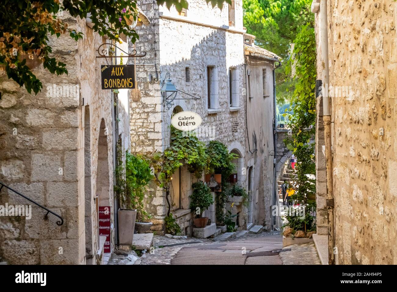Shops and art galleries line the narrow cobblestone roads in the medieval hilltop village of St Paul de Vance on the French Riviera. Stock Photo