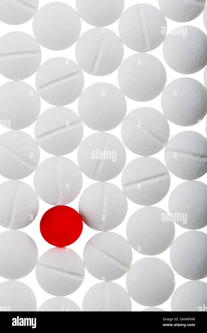 Verschiedene Tabletten, Kosten, Geld, Euro, US-Dollar,Gesundheitswesen, Krankenhasse, Medizin, Pillen, weisse, rote, Pille, Stock Photo
