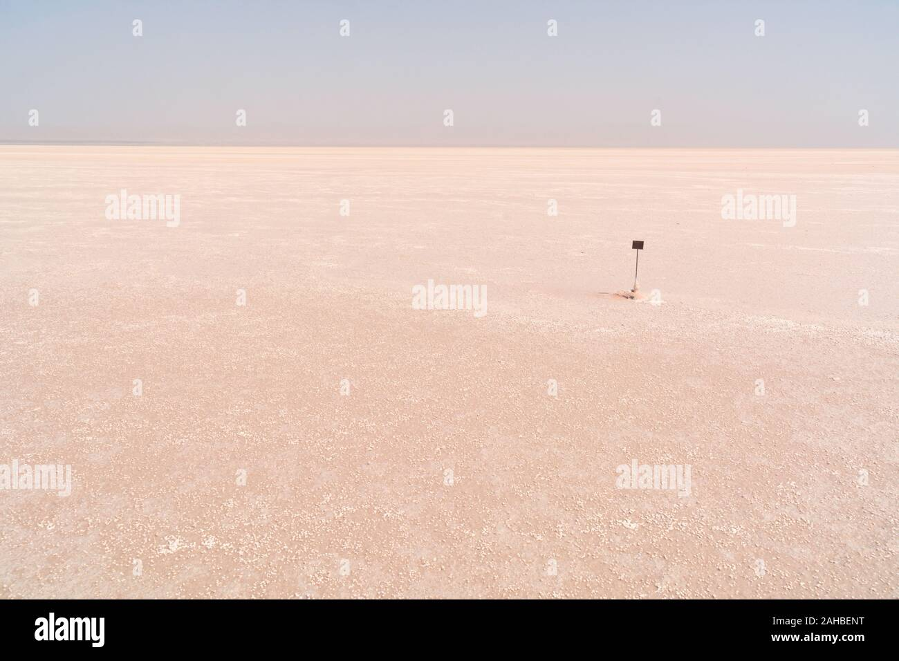 The Flat And Dry Exposed Lake Bed Of The Chott El Djerid Salt Lake Near The Town Of Tozeur In The Sahara Desert Of Southern Tunisia North Africa Stock Photo Alamy