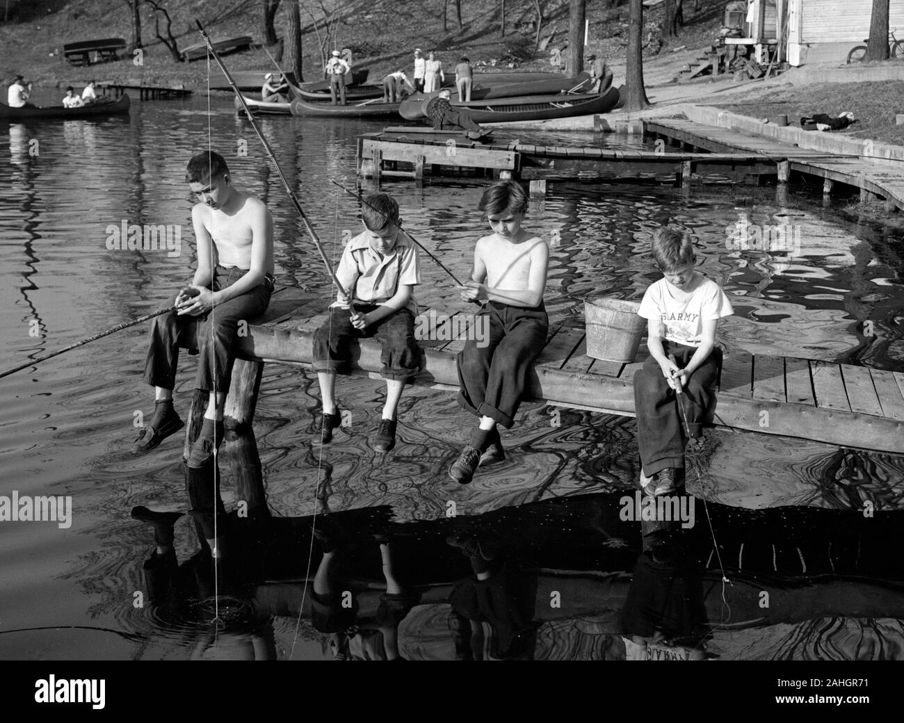 Children fishing 1946 Stock Photo