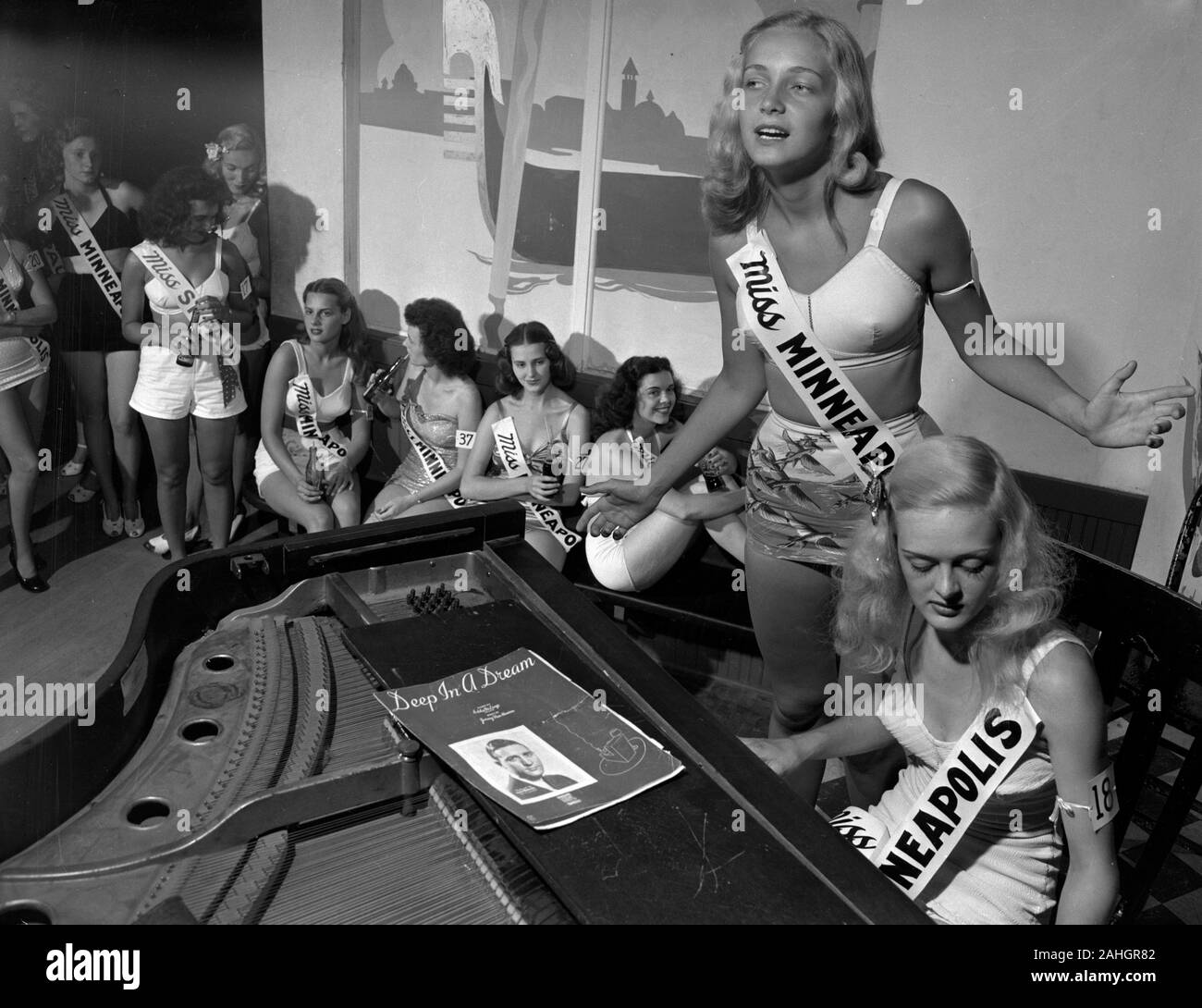 Contestants in the Miss Minnesota Beauty Pageant, 1946 Stock Photo