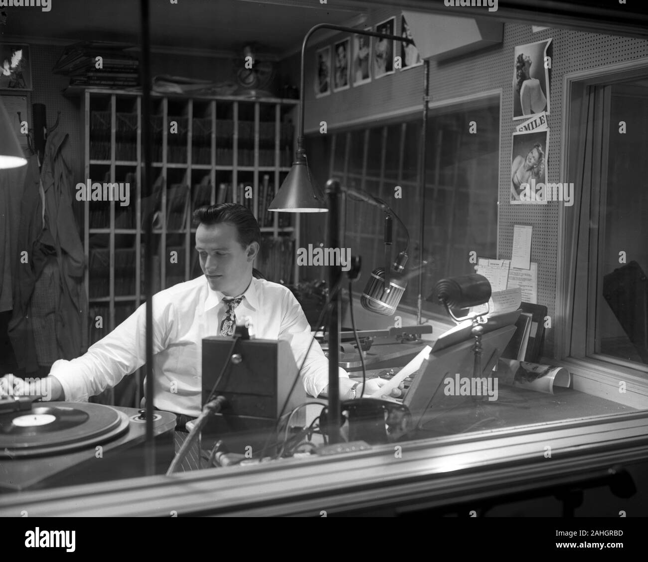 Radio Disc Jockey at WIBA in Madison Wisconsin 1946 Stock Photo