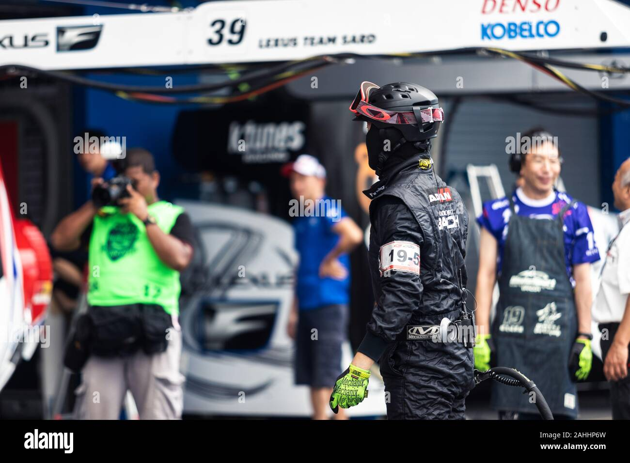 Buriram Thailand 28 June 2019 Thailand Supergt Racing Match Japanese Driver From Some Team Have To Practice Changing Wheels By Their Own Too Stock Photo Alamy