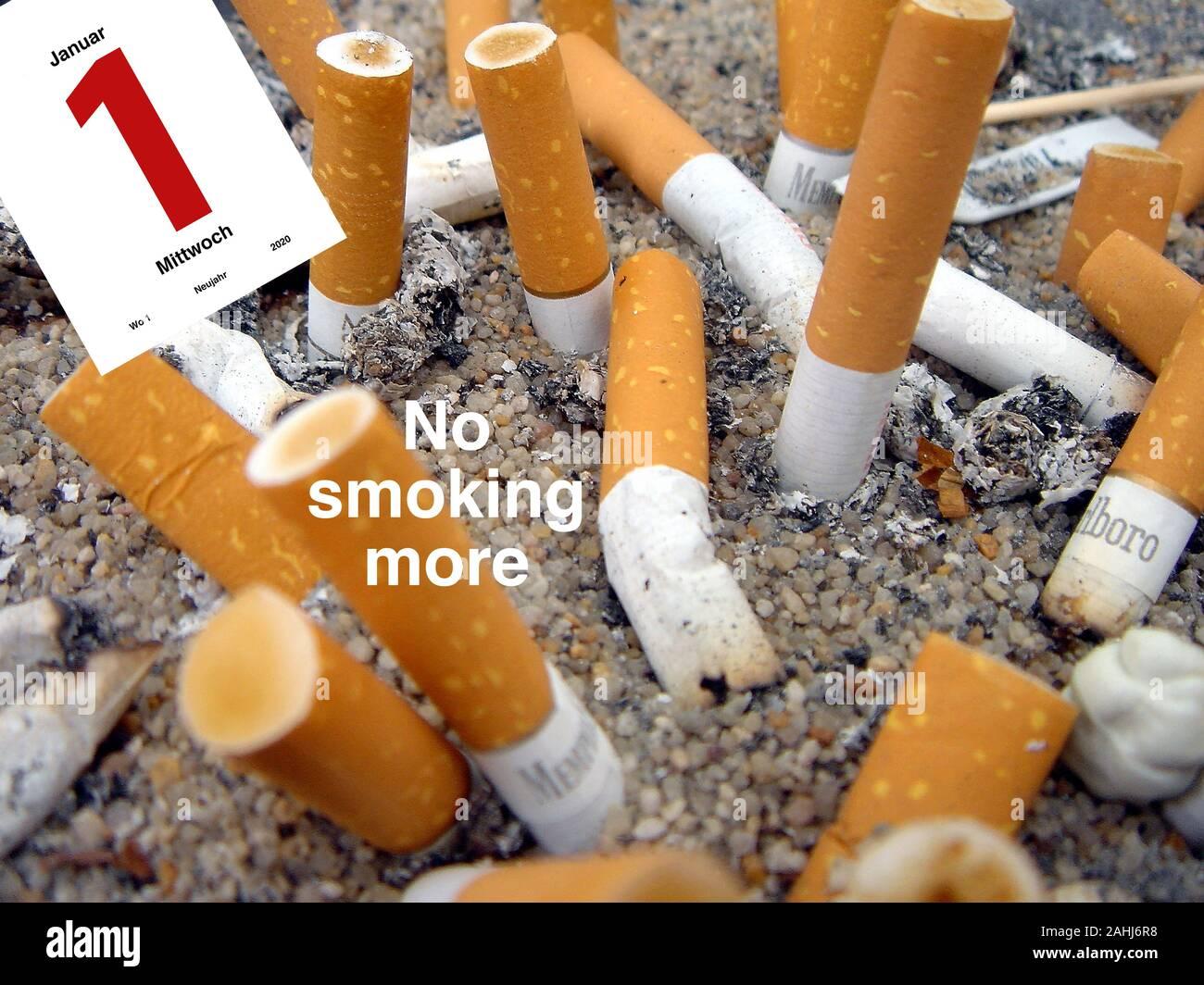 Zigarettenstummel, Aschenbecher, Zigaretten, Raucher, Asche, Vorsätze für 2020, mit dem Rauchen aufhören, Stock Photo
