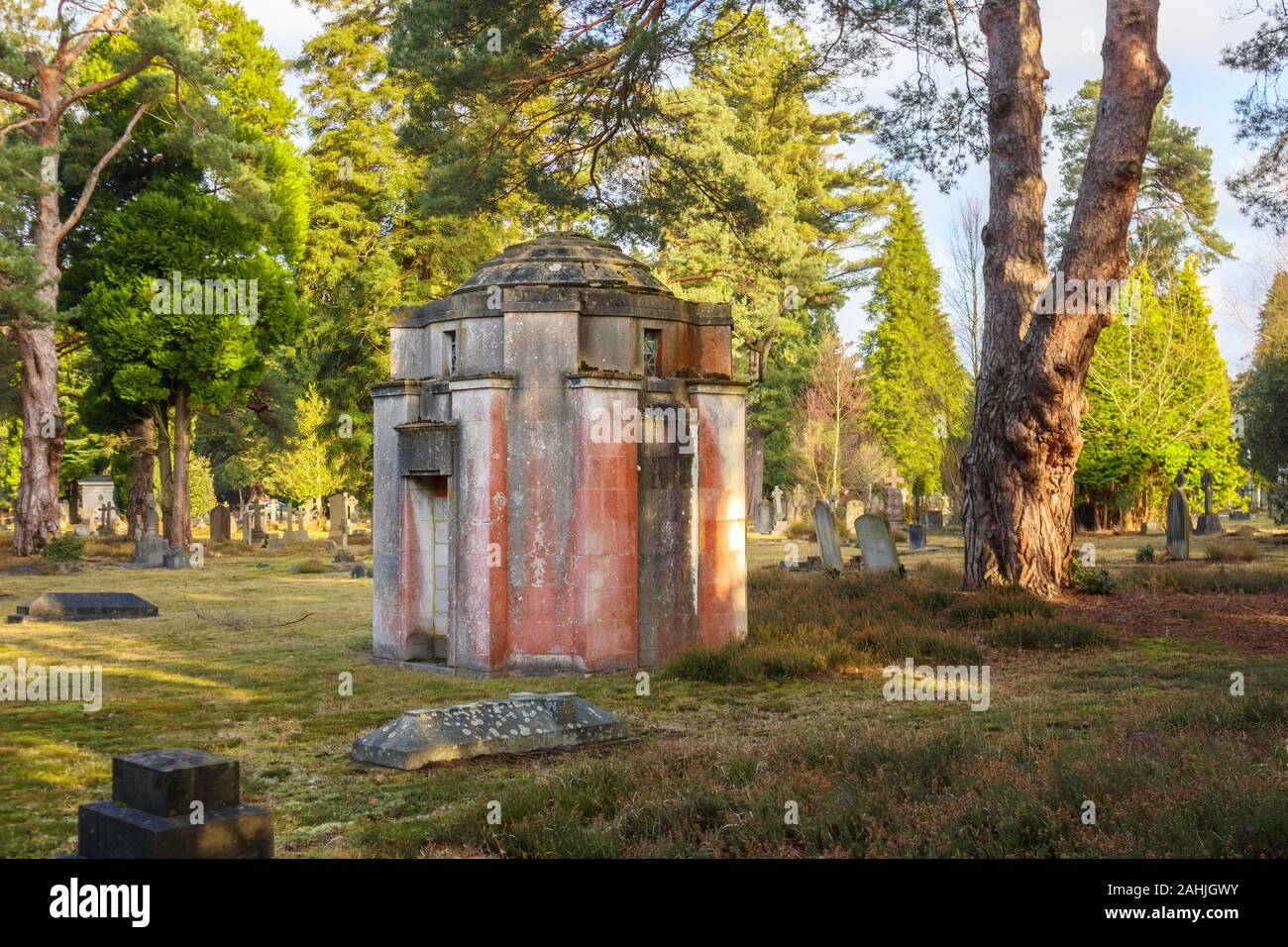 Small mausoleum in South Cemetery, Brookwood Cemetery, Cemetery Pales, Brookwood, near Woking, Surrey, southeast England, UK Stock Photo