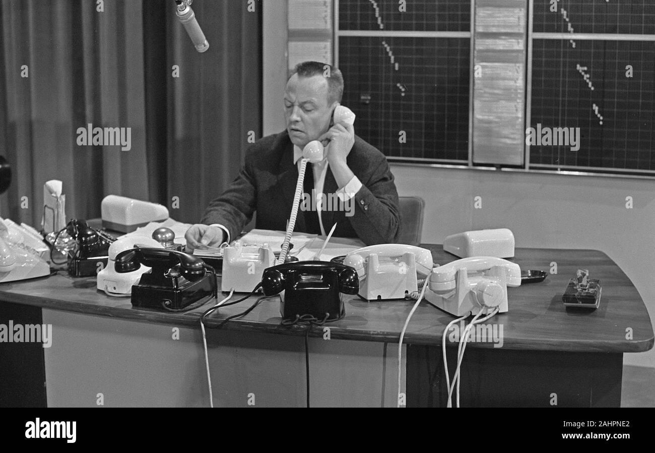 Watch That Rijkshow Rijk De Gooyer Behind Telephones Date