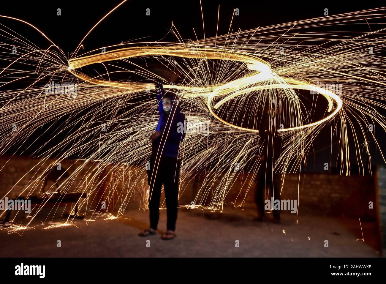 Rajpura, India. 1st Jan, 2020. Locals spin burning steel wool with slings performing light painting during the New Year celebrations in Rajpura town. Credit: Saqib Majeed/SOPA Images/ZUMA Wire/Alamy Live News Stock Photo