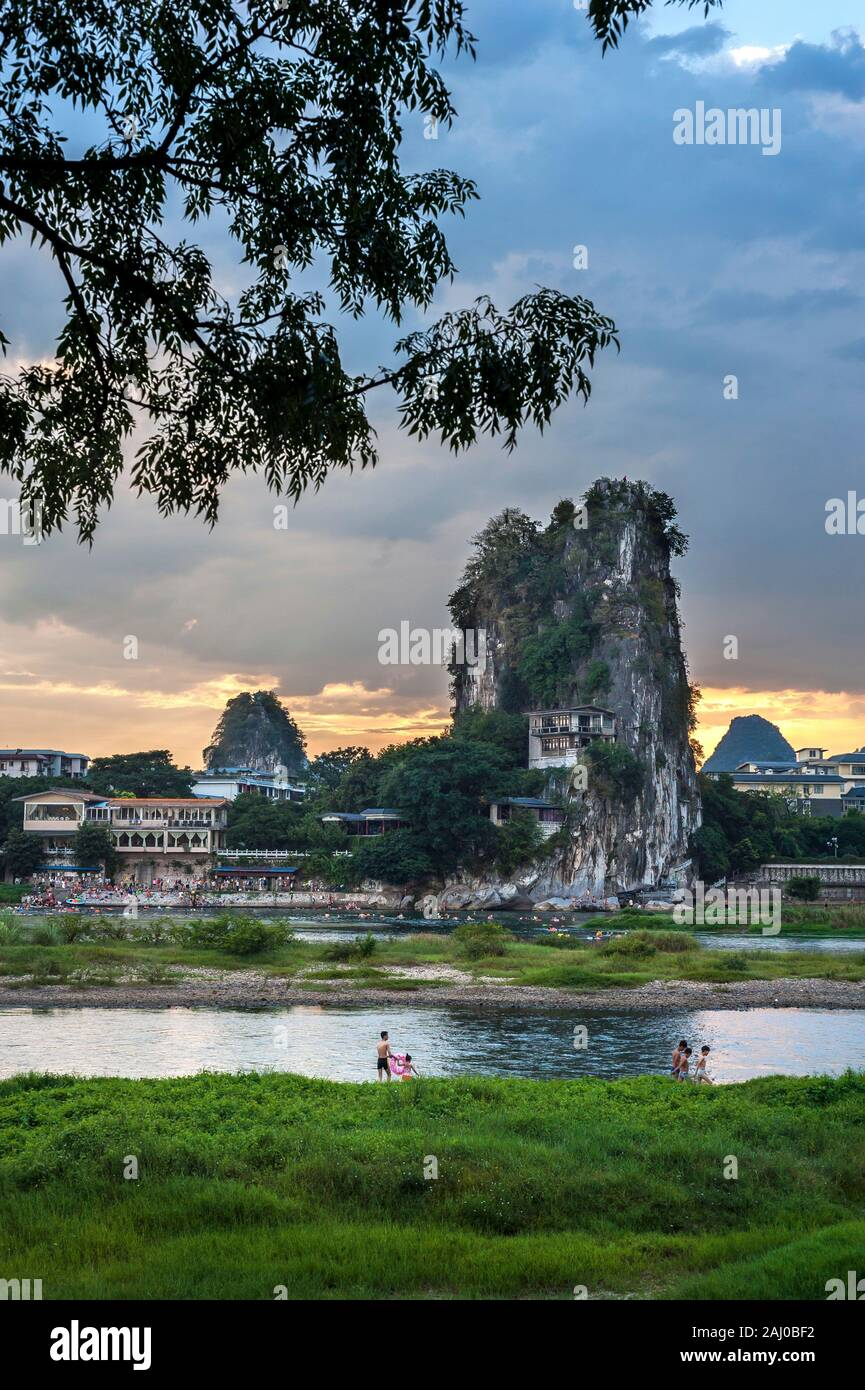 Li River and karst mountains in Guilin, China Stock Photo