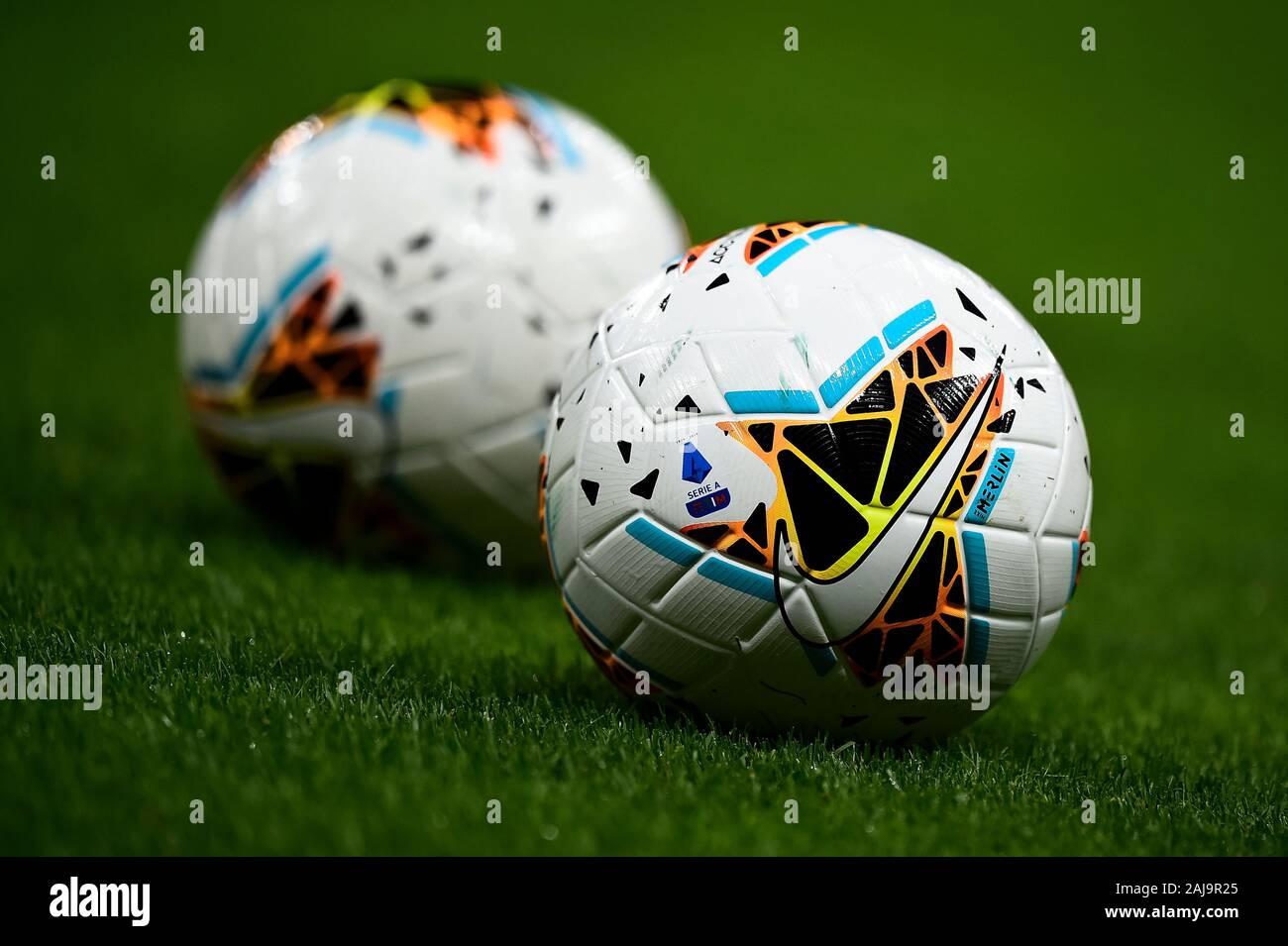 Lugar de nacimiento Préstamo de dinero Nombrar  Nike Merlin Football High Resolution Stock Photography and Images - Alamy