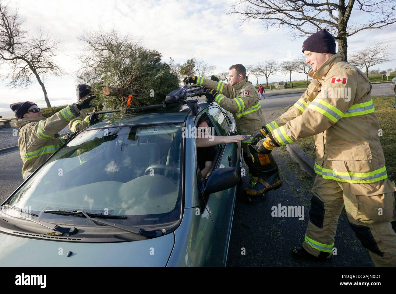 Richmond, Canada. 4th Jan, 2020. Firefighters remove a Christmas
