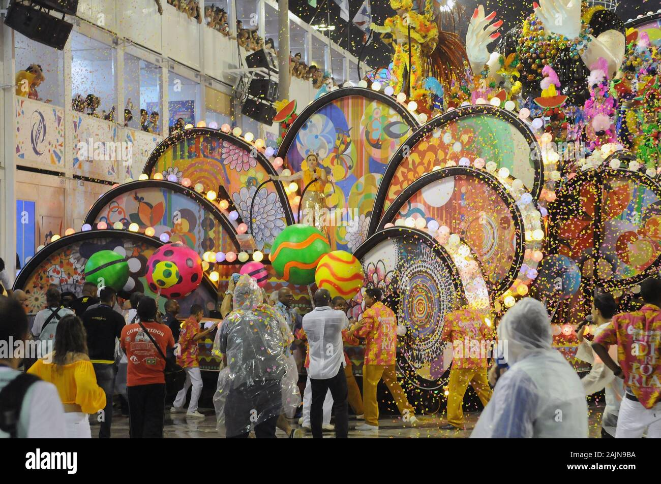 Rio de Janeiro, Brazil, February 26, 2017. Float, causes accident and injures during the parade of samba schools in the sambadrome of the city of Rio Stock Photo