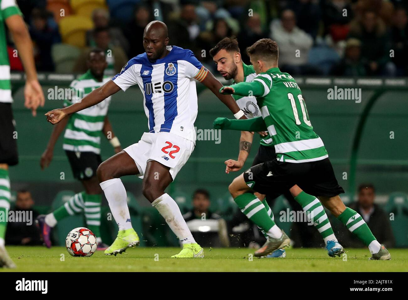 Lisbon Portugal 5th Jan 2020 Danilo Pereira Of Fc Porto L Vies With Luciano Vietto Of