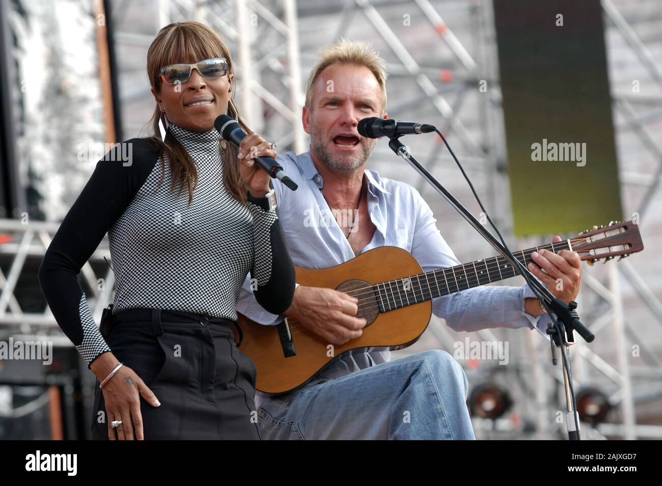 """Verona Italy 09/20/2003, Arena : Mary J. Blige with Sting during the soundcheck before the concert of the musical event """"Festivalbar 2003"""". Stock Photo"""