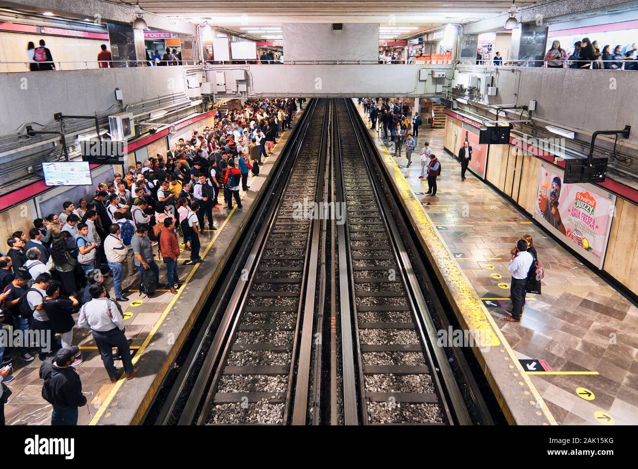 Mexico City, October 16, 2019 - People wait for metro at Chapultepec station in Mexico City during rush hour after the work. Stock Photo