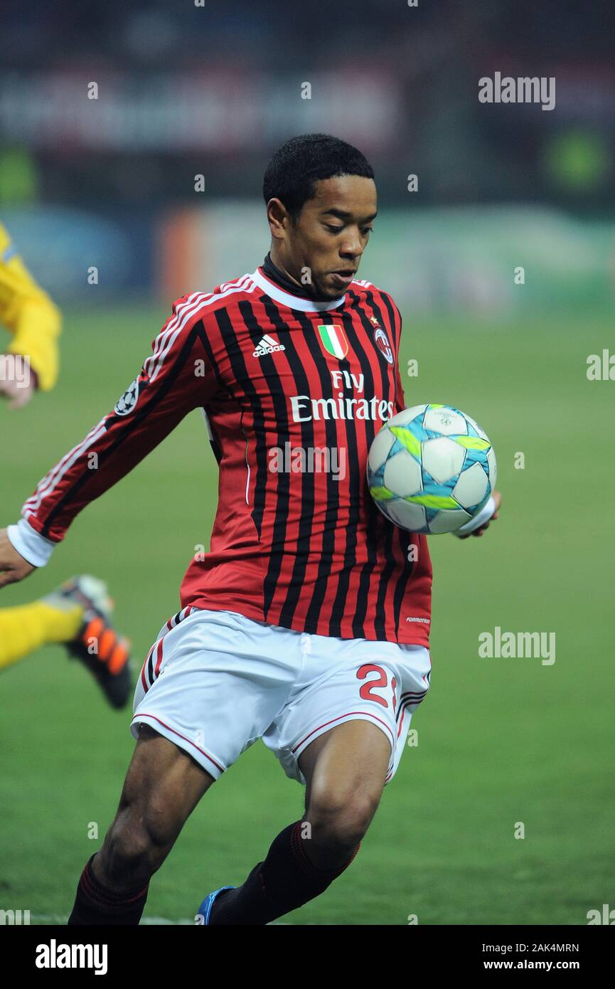 """Milan Italy, 15 February 2012,"""" G.MEAZZA - SAN SIRO"""" Stadium, UEFA Champions League 2011/2012 ,AC Milan - FC Arsenal : Urby Emanuelson in action during the match Stock Photo"""