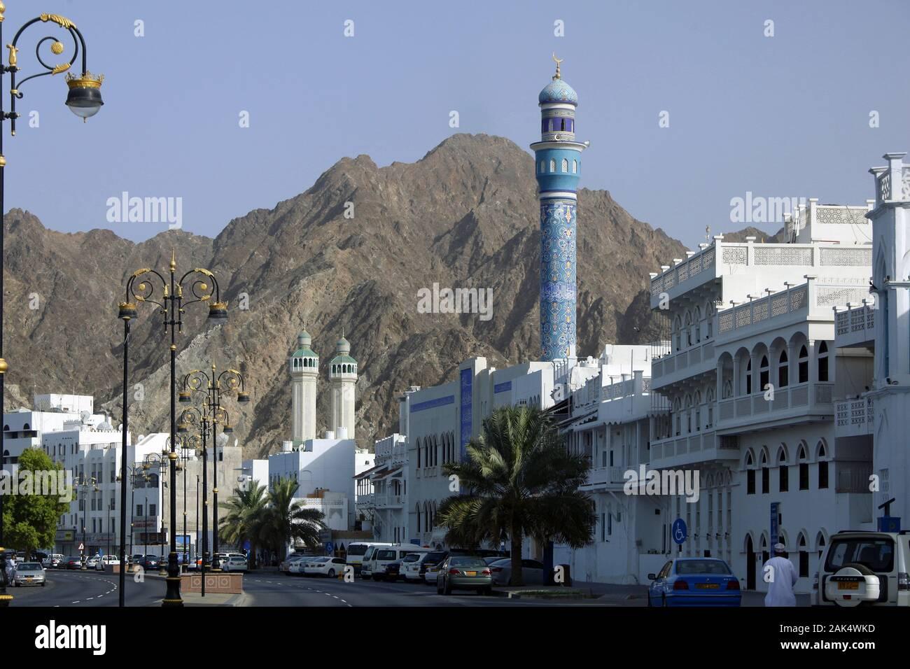 Oman: Hauptstadt Muscat (Maskat), historische Handelshaeuser und Mutrah Moschee an der Corniche im Stadtteil Mutrah, Dubai | usage worldwide Stock Photo