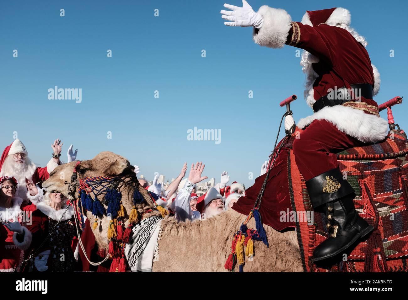 Christmas Viewing 2020 Jerusalem, Israel. 7th January, 2020. A group of some 50 Santa