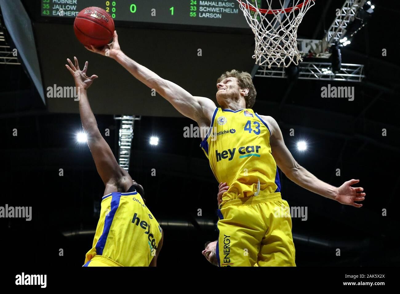 Basketball: Philipp Schwethelm verlängert bei EWE Baskets Oldenburg