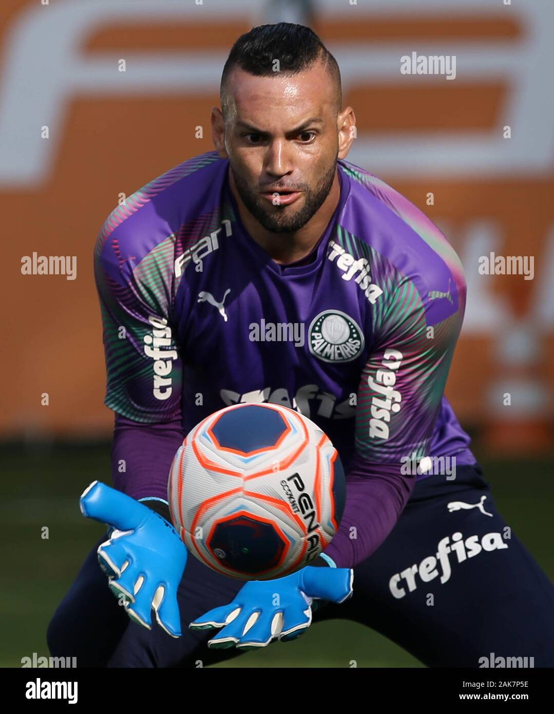 SÃO PAULO, SP - 07.01.2020: TREINO DO PALMEIRAS - SE Palmeiras goalkeeper Weverton during training at the Football Academy. (Photo: Cesar Greco/Fotoarena) Stock Photo