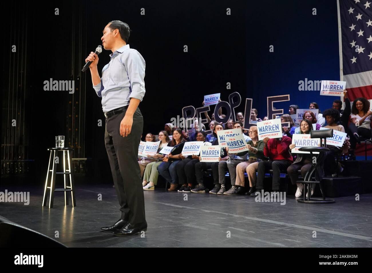 NEW YORK, NY - JANUARY 07: Former HUD Secretary Julian Castro speaks during presidential candidate Senator Elizabeth Warren campaign event at Kings Th Stock Photo