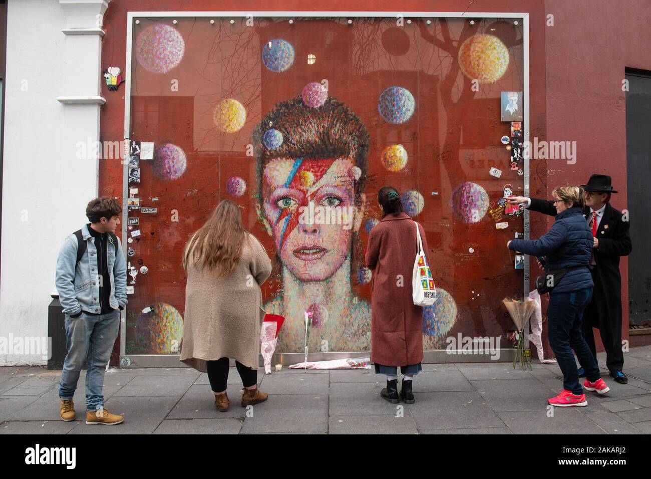 People Read Messages Written On The David Bowie Mural In Brixton South London On What Would Have Been The Singer S 73rd Birthday Stock Photo Alamy