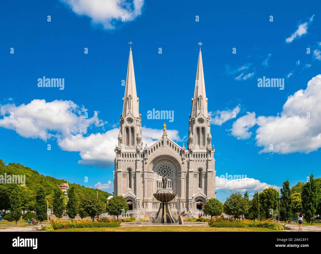 Canada, Quebec province, Capitale Nationale region, Beaupre CoaSaint Saint Anne de Beaupre, Sainte Anne de Beaupre basilica Stock Photo