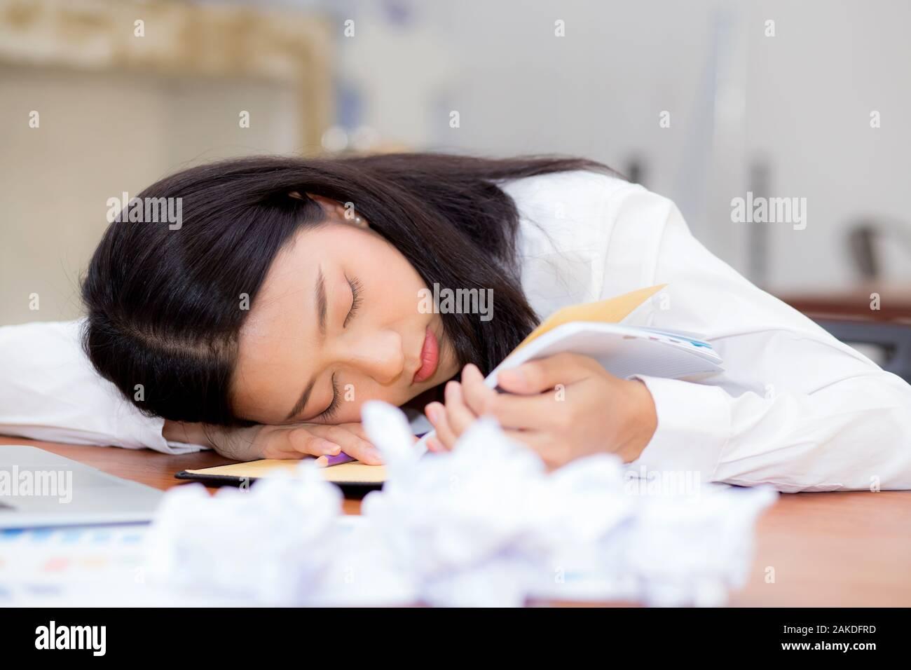 сон девушка с работы