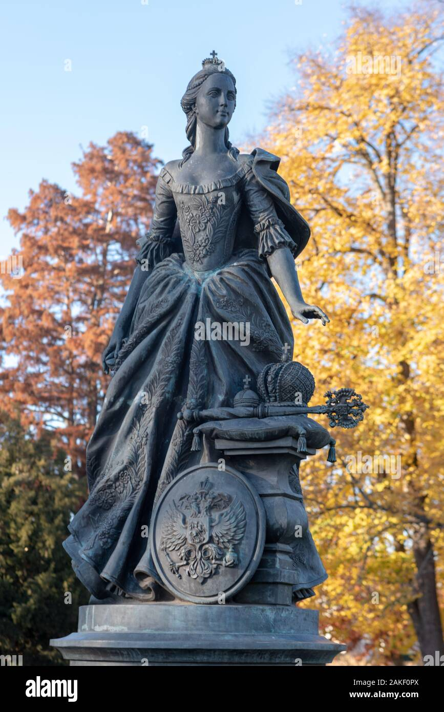 Zerbst, Germany. 11th Nov, 2018. View of a bronze statue representing Friederike Auguste Sophie, Princess of Anhalt-Zerbst, née Princess of Anhalt-Bernburg. She was the sister-in-law of Czarina Catherine II of Russia. Credit: Stephan Schulz/dpa-Zentralbild/ZB/dpa/Alamy Live News Stock Photo