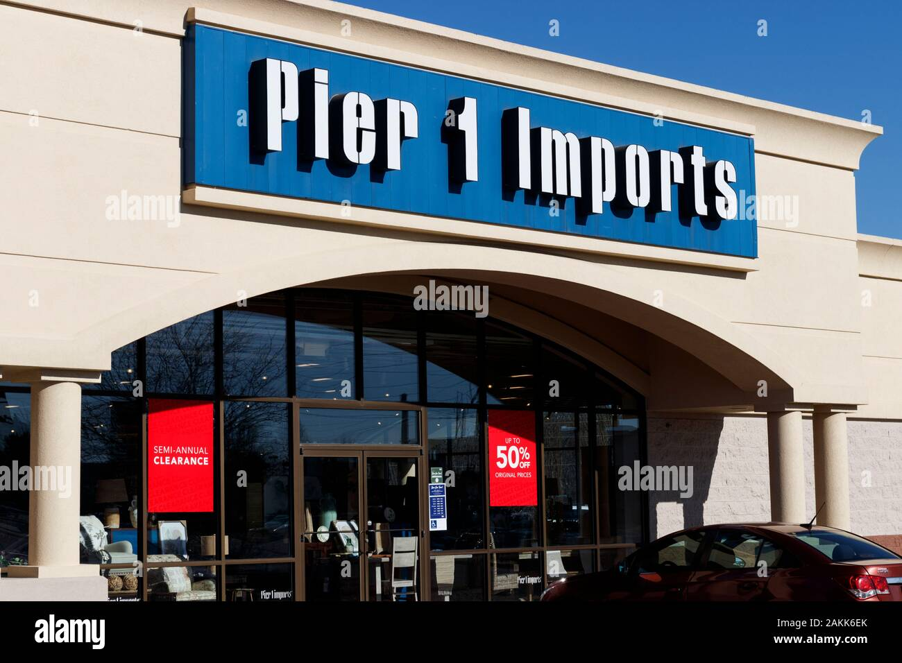 Indianapolis Circa January 2020 Pier 1 Imports Retail Strip Mall Location Pier 1 Imports Home Furnishings And Decor Stock Photo Alamy