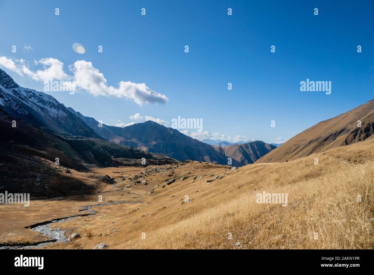 Juta trekking path landscape with river and mountains in sunny autumn day -  popular trekking  in the Caucasus mountains, Kazbegi region, Georgia. Stock Photo