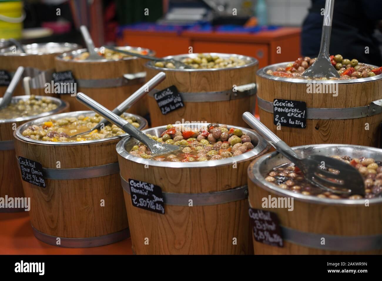 Cours De Cuisine Pyrenees Atlantiques produce market france indoor stock photos & produce market