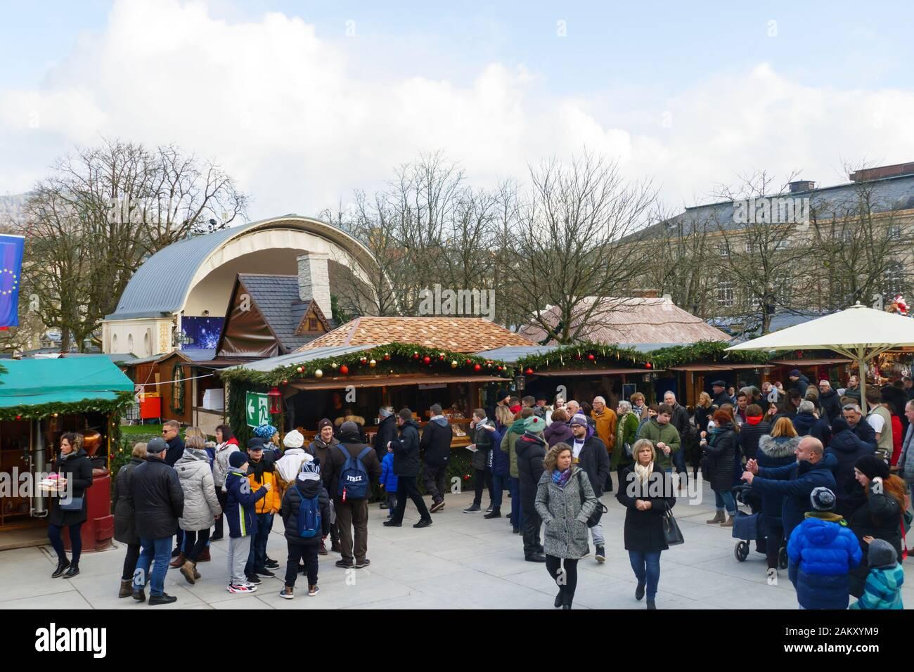 Blick über den Weihnachtsmarkt, im öffentlichen Kurpark, am Kurhaus in Baden-Baden Stock Photo